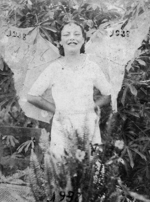 Avó Maria de asas abertas